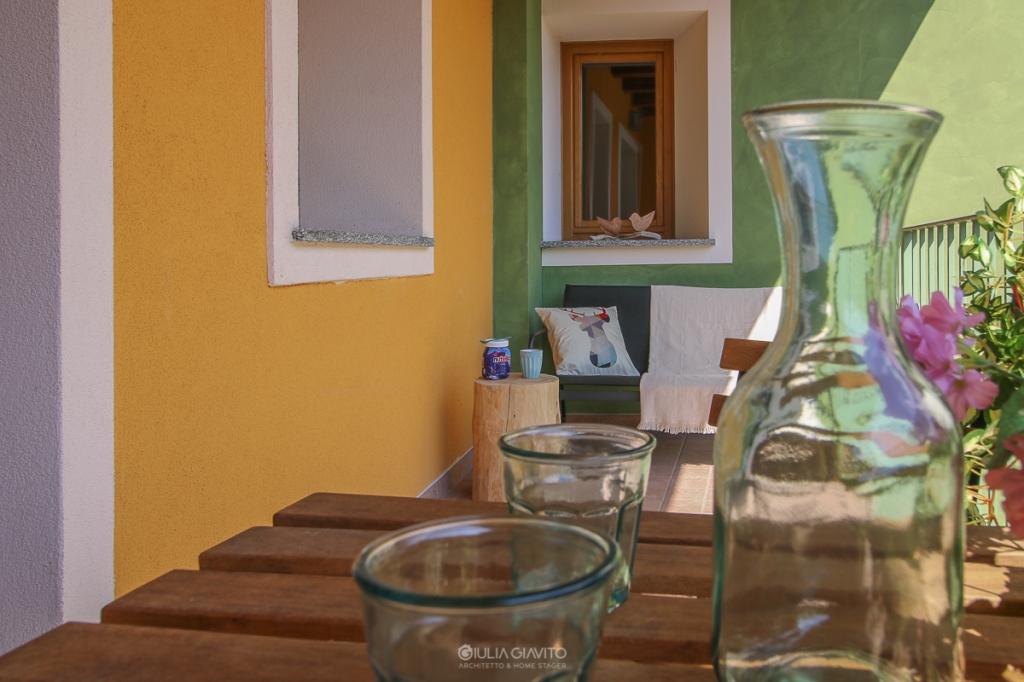 terrazza con colori verde e giallo